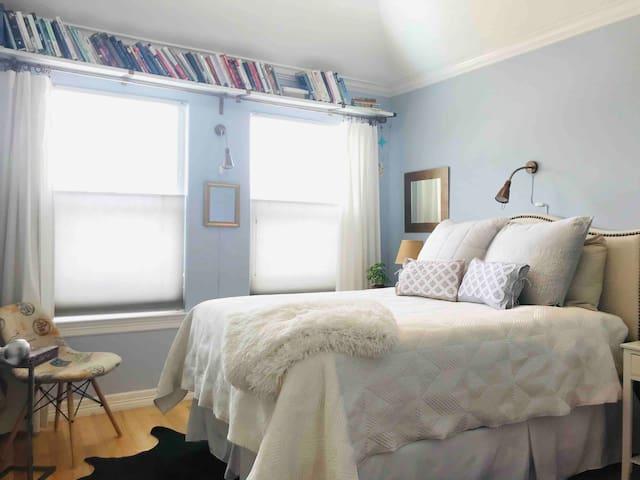 Bright & Cozy Private Bedroom! Swimming Pool!