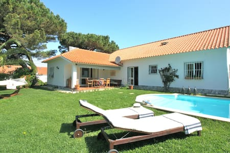 CHARMING RIVER COTTAGE - Colares - Ev