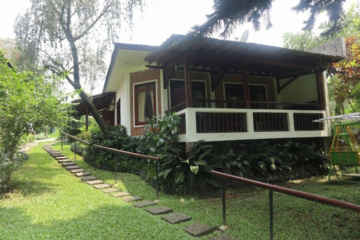 Villa Cempaka, Warung Gunung. Warm and Cozy.