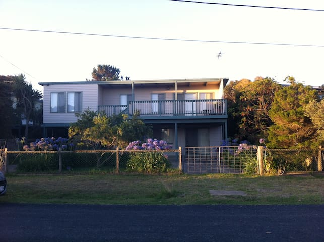 Smiths Beach Getaway- Close to Beach,quiet street! - Smiths Beach - Lejlighed