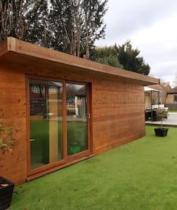Beautiful Cabin set in Sunbury