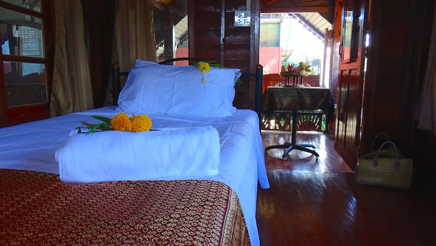 Single bed Thai cottage