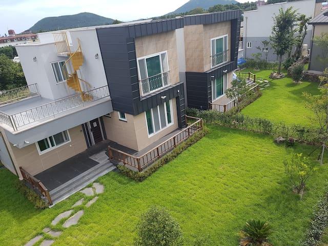 Duplex Private Pension w Garden [House 1 : Modern]