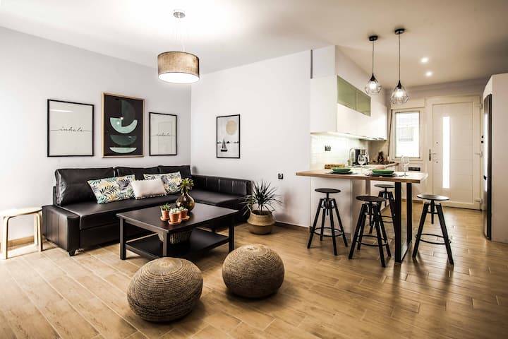 """""""Right"""" urban style cosy apartment"""