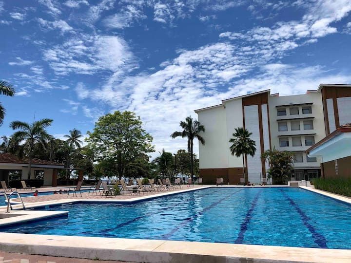 Hermosa casa en condo. con piscina en Playa Bejuco