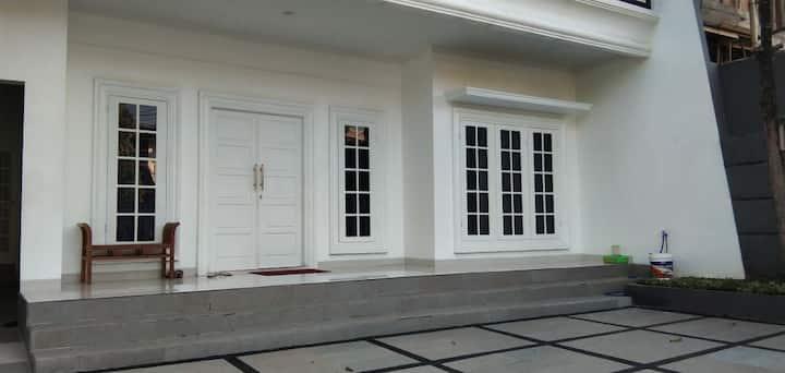 WHITE HOUSE JASMIN