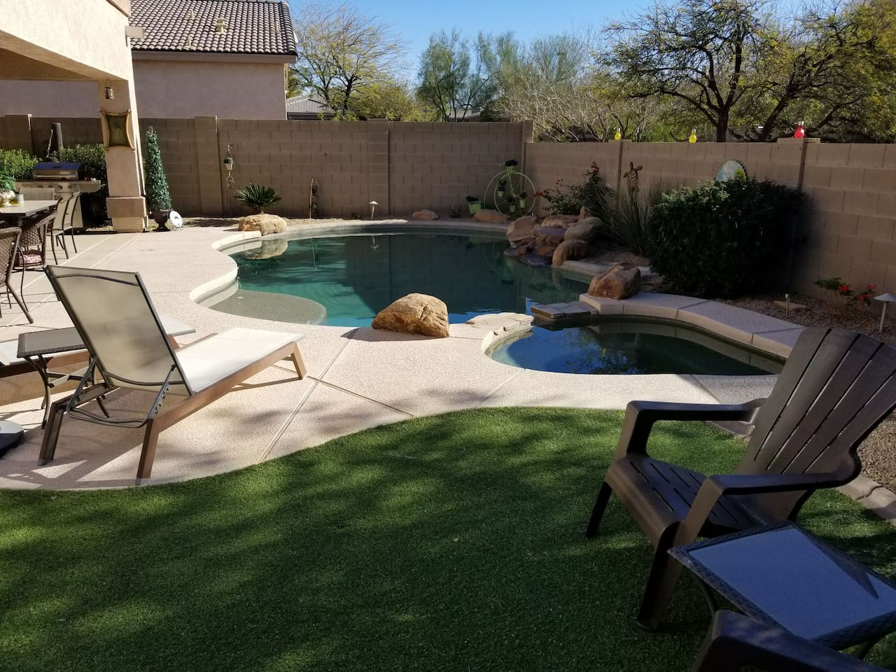 Cozy pool area to relax
