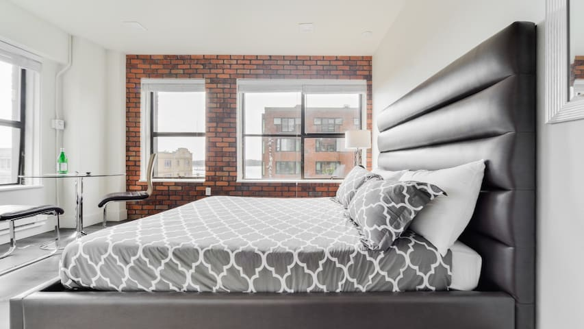 Rediscover downtown Seattle in this luxury studio, fast wifi