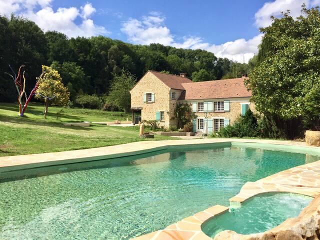 Grande demeure familiale 8 chambres, piscine,sauna