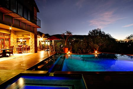 Afrique Boutique Hotel Ruimsig - Roodepoort - Boutique-Hotel