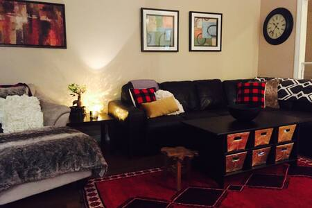 Cozy, comfy and modern 3 bedroom - North Vancouver