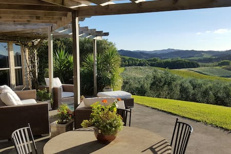 Charming Olive Grove, Private 2 bedroom Wing - Warkworth - Bed & Breakfast