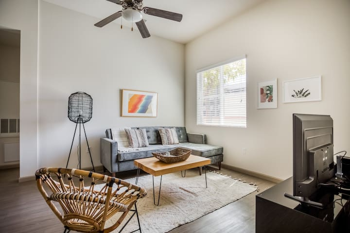 Chic 1BR in Costa Mesa, Gym + Pool