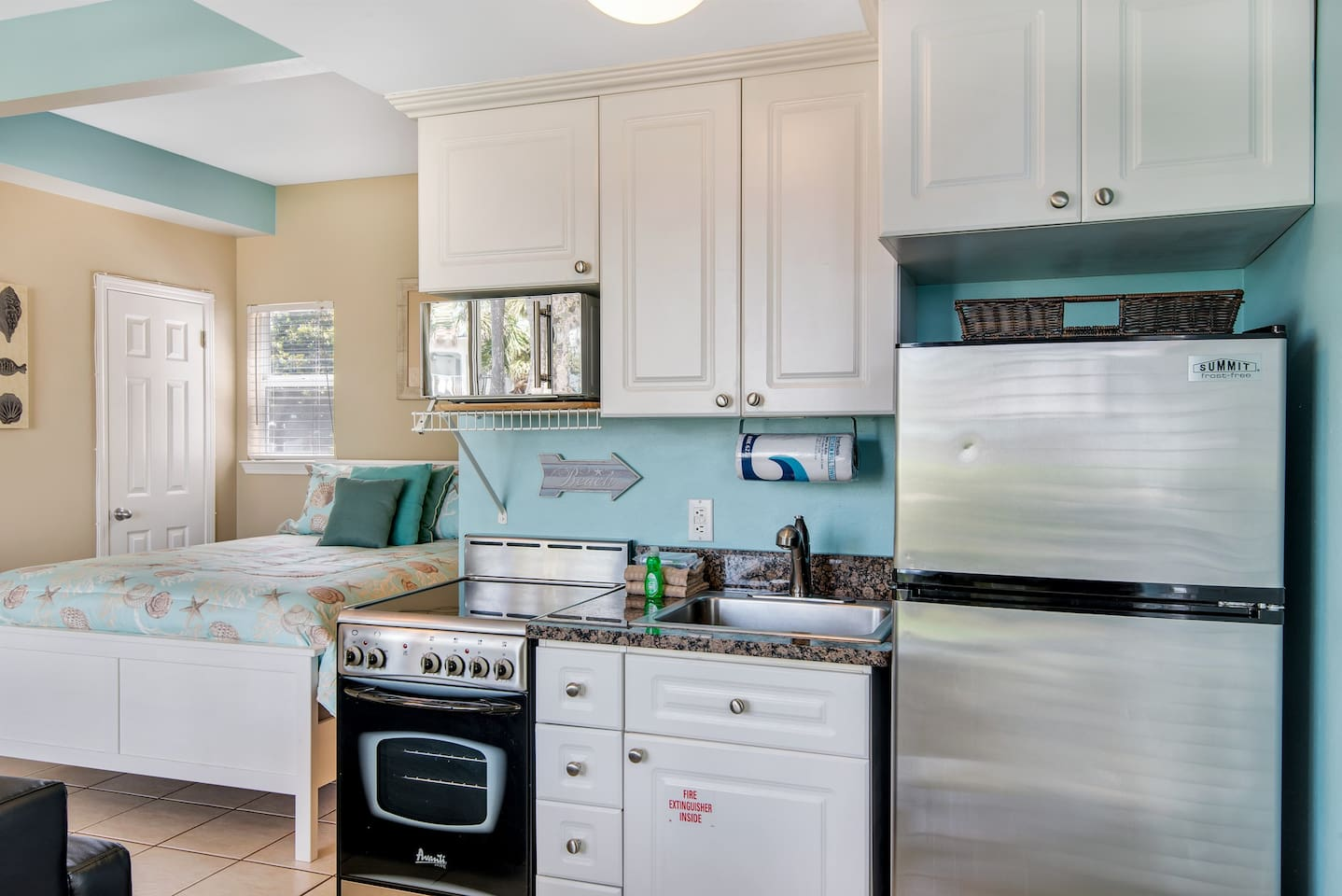 florida and yards nantucket luxury property bed fl area ha hotels from rentals image cottages destin the in resorts beach deal s conservation rainbow home