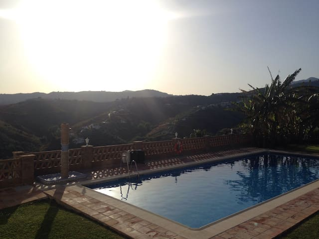 STOP AT FRIGILIANA,ROOM AVAILABLE (1 pers.)