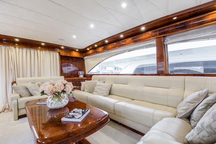 Luxury Motor Yacht In Barcelona Port Olimpic Near Casino Boote Zur Miete In Barcelona Catalunya Spanien