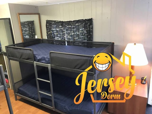 Coed Shared Dorm Room See Reviews!!! Top Bunk 2B1