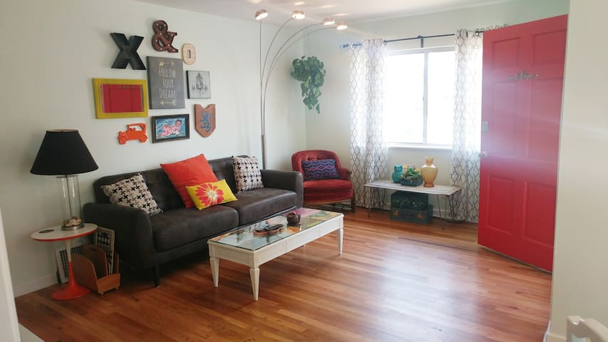 West Denver 10 min to Downtown- Updated & Eclectic