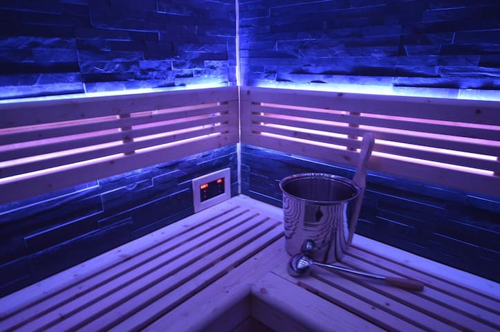 107m2 Sauna Lounge with balcony