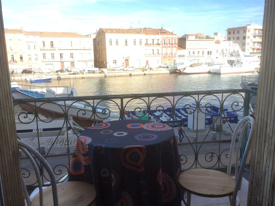 Balcony overlooking the most beautiful canal in Sète