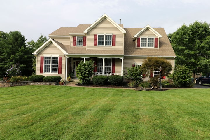 Saratoga Springs home w/pool, minutes to the Track