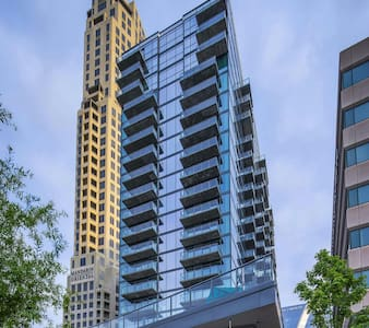 Buckhead luxury high rise w/ balcony - Atlanta