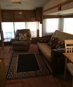 Spacious Rv on private ranch - Woodway - Hus