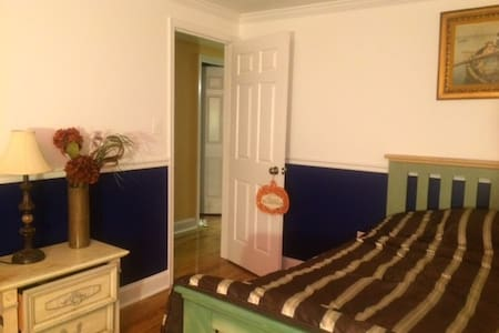 Spacious bedroom close to DC - 銀泉
