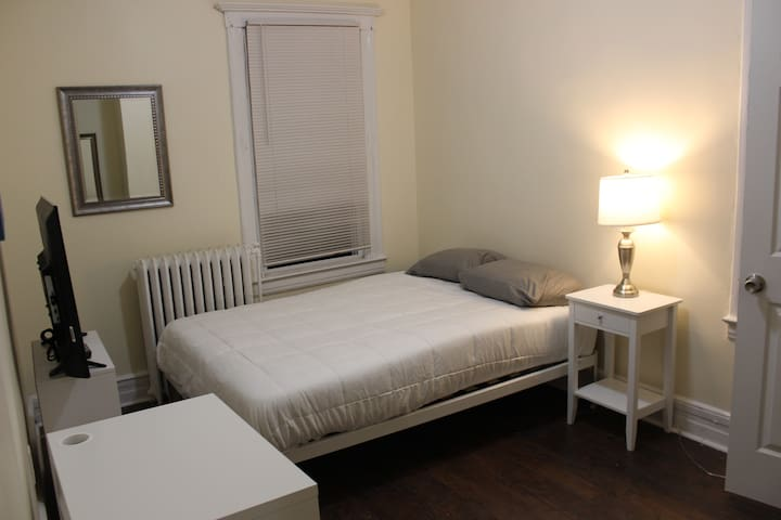 Nice Room Prime Location - 45 Minutes to Manhattan
