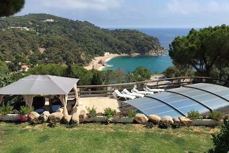 Incredible House, Amazing views , 50 min from BCN.