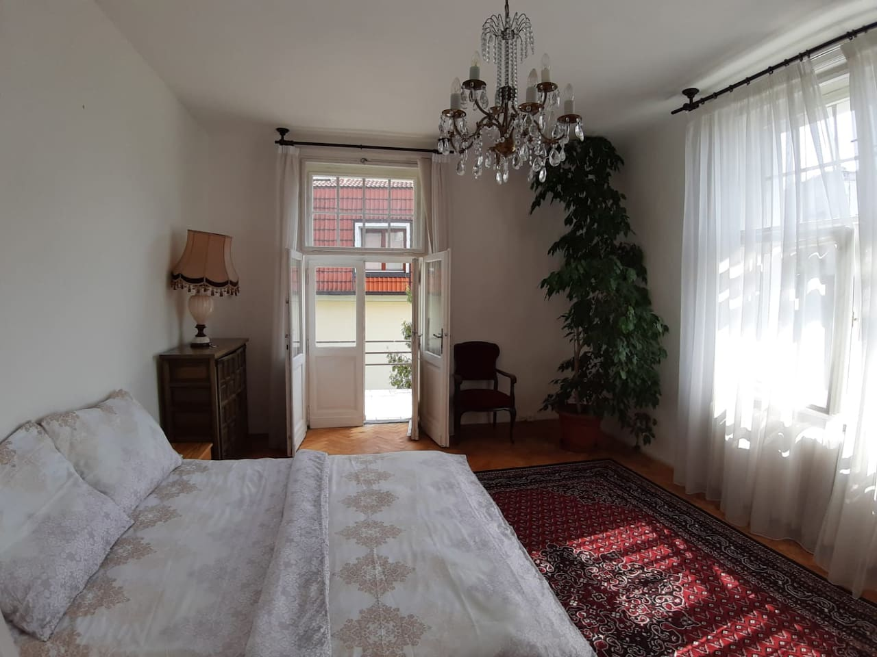 Studio Apartment in Large Villa.  queen size bed with two additional single beds on request.  Private bathroom and kitchen.  Lots of light and a private balcony