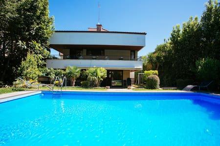 VILLA KARMELE: Family, big groups of friends, pool - Hondarribia