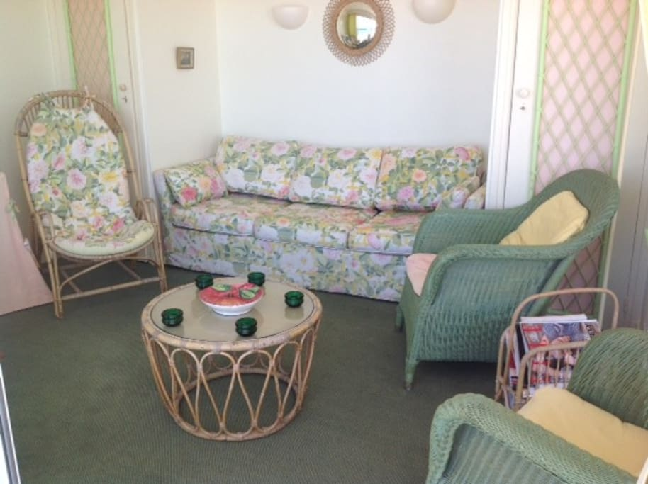 Le salon (avec canapé lit)