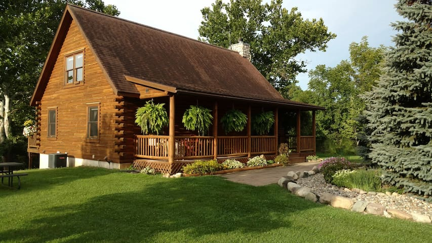 Private Secluded Riverside Log Home - Centreville - Casa