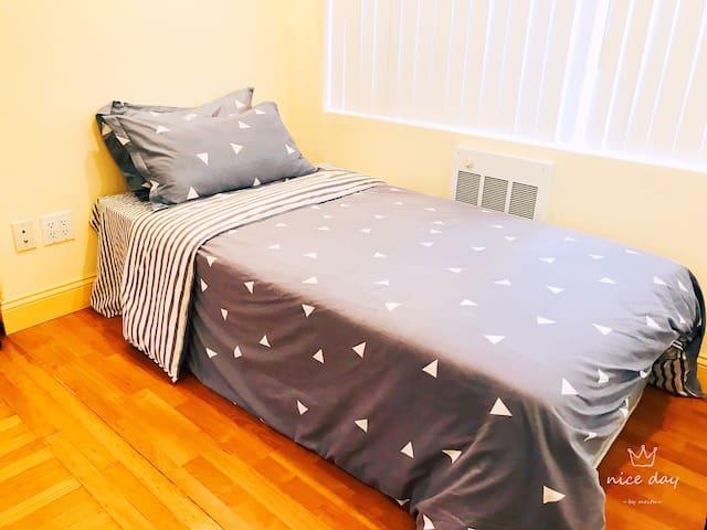 E-New Remodel/cozy/Clean/ Close Downtown/SFO/Bart