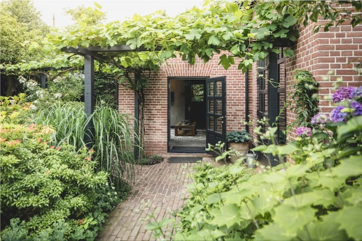 Cozy old farmhouse from 1858 (Very close to A'dam)