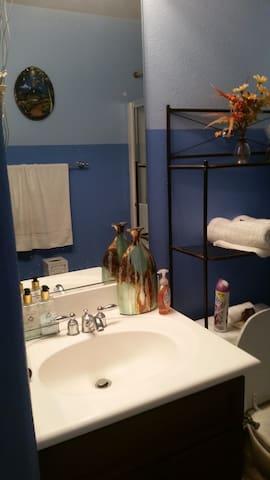 Bathroom w/ mirror