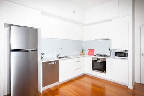Bulimba-One Bedroom with Parking, Wifi
