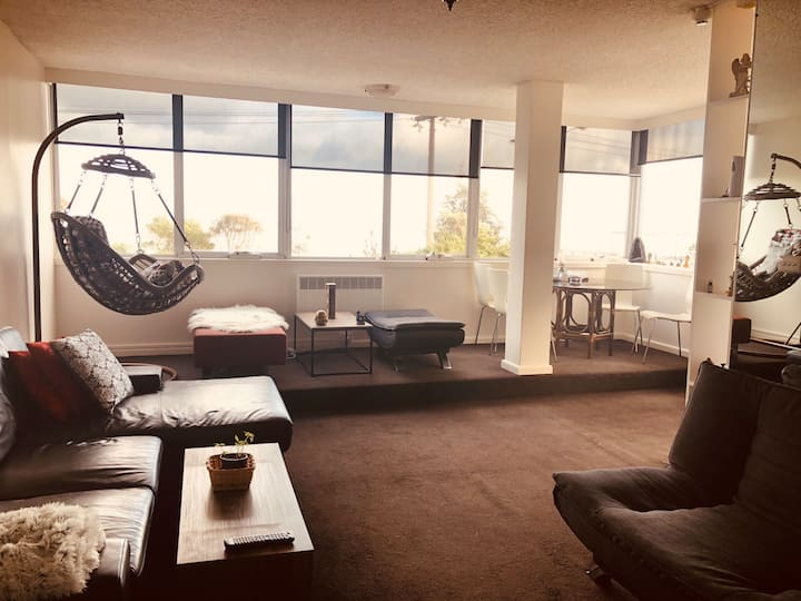 We renting our living room at St Kilda beach