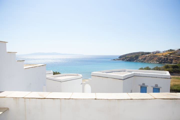 Morpheus: Aegean Blue Villa ,steps from the beach