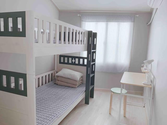 2Mins Ewha woman university station/cozy Bunk beds