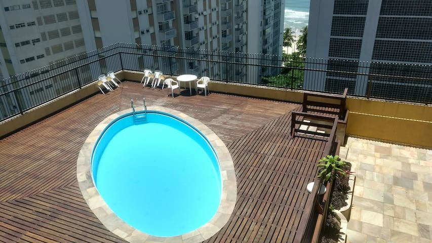 Studio one block from the beach wt pool and st bat - Guarujá - Wohnung
