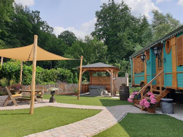 Luxe pipowagen met eigen entree, tuin en jacuzzi
