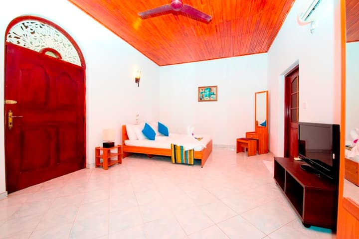 St Lachlan,Colonial Bungalow,Indian Ocean