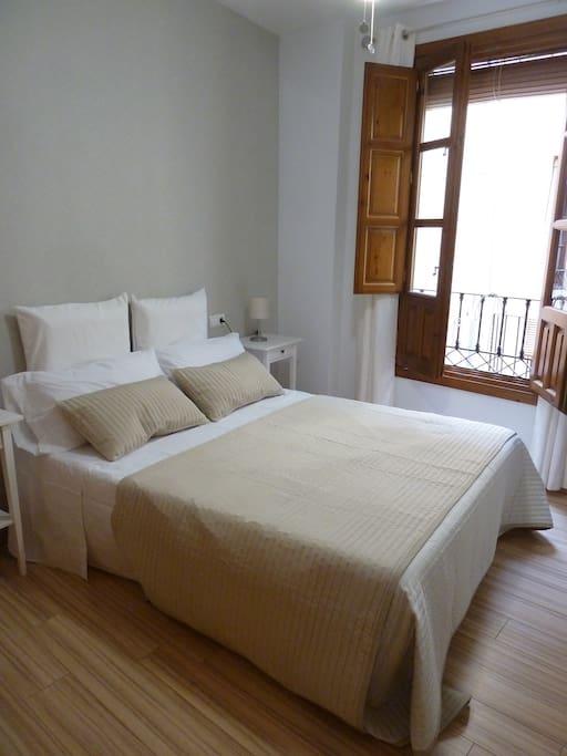 Dormitorio 1 (cama de matrimonio y TV)