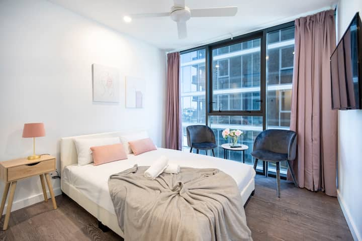 ⭐️SouthBank Stylish⭐️ Studio Apt w Everything Pool/Gym