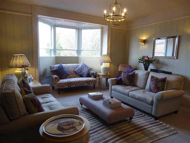 Large Stylish Town House in the Heart of Salisbury