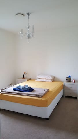 Room Free Unlimited WIFI Close to Airport and CBD