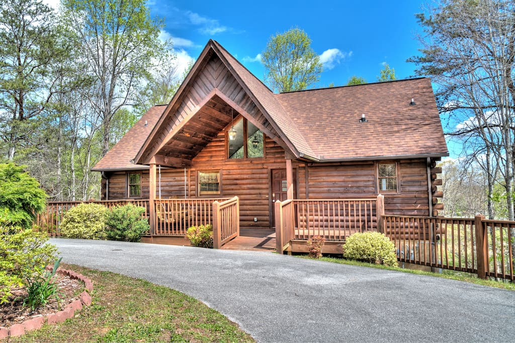 Smoochin moose 4bd 4ba less than a mile off pkway for Moose creek cabins pigeon forge tn
