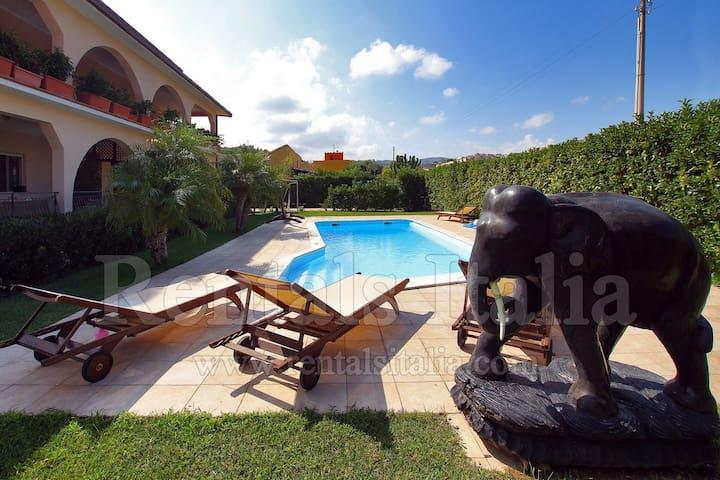 Villa La Torre 2 - 3 bedrooms Garden Pool SEA